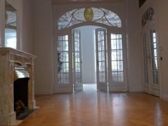 La plus belle maison de Maître de l' avenue Demolder est rénovée et propose un logement de 5 chambres + bureau ou dressing - de sp