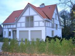 Dans le quartier prisé d'Hoogvorst, charmante villa NEUVE de +/- 450m² habitables sur un beau terrain de 15 ares exposé plein sud .