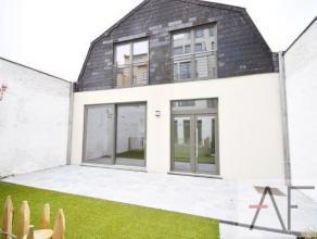 Magnifique maison avec TERRASSE ET PETIT JARDIN en arrière bâtiment situé dans le beau quartier de Schaerbeek. Elle se compose au
