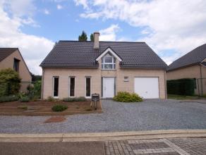 In Lummen vinden we in Charles Wellensstraat deze knappe ruime villa terug op een rustig gelegen perceel van 5are 95ca. Dankzij zijn centrale ligging