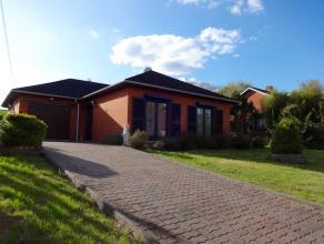 Sur un terrain de +/- 12a, Magnifique Villa de Plein Pied style bungalow, située dans une rue calme et proche de toutes les facilités (&