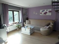 Bel appartement lumineux d'une superficie habitable de +/-100m² dans un beau quartier calme, situé au 2eme étage.L'appartemen