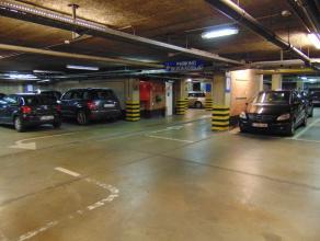 1 BESCHIKBARE ONDERGRONDSE PARKEERPLAATSEN!<br /> <br /> Indien men een droog plekje zoekt om de wagen te parkeren, vlakbij het stadscentrum van Hasse