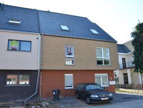 INSTAPKLAAR DUPLEX-APPARTEMENT MET TERRAS  Slechts enkele straten verwijderd van het centrum van Bilzen, bevindt zich dit duplex-appartement met ter