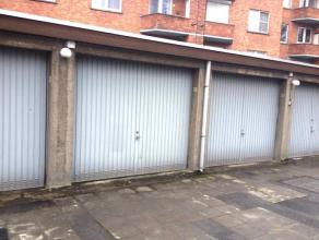 CENTRAAL GELEGEN GARAGE  Langs de kleine ring, op de Windmolenstraat poort nummer 30, ligt deze garage. Ideaal gelegen, slechts op wandelafstand van