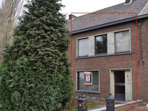 VOLLEDIG TE RENOVEREN RIJWONING MET 3 SLK. OP 2A 69CA<br /> <br /> Deze woning ligt vlakbij het station van Ezemaal (8' naar centrum Tienen), op 5 km