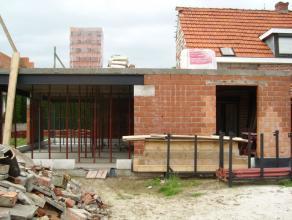 Deze woning is momenteel onder verbouwing. De woning wordt verkocht in de staat zoals die zich nu bevindt. Het gelijkvloers staat in de ruwbouw. De da
