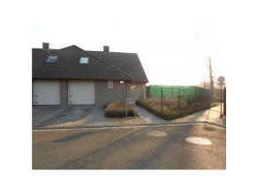 Recente instapklare HOB, bouwjaar 2006, met 3 slaapkamers en een zonnige tuin op ca 453 m2. Prachtig gelegen in een rustige/kindvriendelijke wijk en d