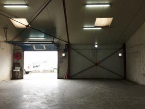Atelier/loods van +/- 140 m² met tal van mogelijkheden, centraal gelegen in industriezone.Voorzien van alle nutsvoorzieningen, gepolierde betonvl
