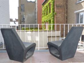 Ruim en rustig gelegen appartement in het centrum van Gent. Directe aansluiting met het openbaar vervoer alsook de oprit E40 en E17. Indeling: inkomha