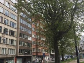 Te huur vanaf 01/09/2015: Uniek penthouse appartement met 1 slaapkamer met een bewoonbare oppervlakte van ongeveer 70 m². Superligging dichtbij s