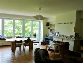 Heel groot 3-slaapkamerappartement met prachtige living in een mooie residentiële buurt te Gent. Vlak bij toegangswegen E17, E40 en Hundelgemsest