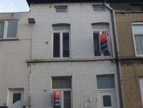 Te koop: Te renoveren rijwoning op een uitstekende locatie, gelegen in een rustige straat vlakbij Gent-Dampoort. Zéér vlotte verbindinge