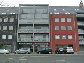 TE HUUR (Tielt - Tegenover bus & treinstation) --> Een geschilderd appartement op de eerste verdieping, bestaande uit : --> Inkomhal - WC