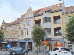 In de historische binnenstad van Ieper, met zich op de Sint-Maartenskathedraal en de Lakenhallen, is dit uniek appartement gelegen. Dit appartement is