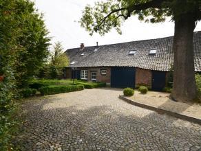 Het landhuis omvat 246m² netto bewoonbare oppervlakte met 4 tot 6 slpkmrs, ruime inpandige schuur (68m²) en prachtig overdekt terras op een