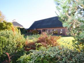 De villa omvat maar liefst  311m² netto bewoonbare oppervlakte met 5 tot 6 slpkmrs, ruime dubbele inpandige garage (44m²) op een schitterend