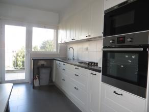Dit appartement is echt een aanrader. Zeer ruime living (50m2) met grote ramen en veel licht, 4 slaapkamers, nieuwe keuken en nieuwe badkamer, terras,