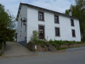 Ds une rue à faible passage, spacieuse et lumineuse maison villageoise 5 ch (dont 1 avec dressing) à confortabiliser, DV en bois (sauf 3
