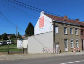 Sympathique maison villageoise 3F à rénover. Offre un potentiel de 200m² habitables, garage et caves, terrasse et jardin d'agr&eacu