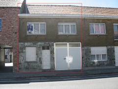 Buitenkans!! Lot 1 Centraal gelegen woning, wordt opgesplitst in 2 gesloten bebouwingen en opgeleverd in de staat zoals ze zich bevinden. Renovatie(wi