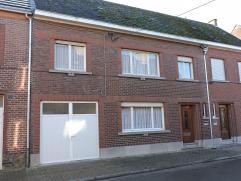 Rustig gelegen, eengezinswoning,type:gesloten bebouwing met 4 slaapkamers, garage en tuin op een perceel van 4a en 55 ca.
