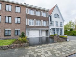 Centraal gelegen bel-étage te koop in Kortrijk. Deze woning is gelegen in de nabijheid van het centrum, alsook van diverse invalswegen. De woni