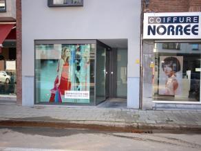 Dit modern NIEUWBOUW handelspand is uitstekend gelegen op het Yzerhand en kan ingericht worden als kantoor-, winkel-, praktijkruimte enz... Het pand h