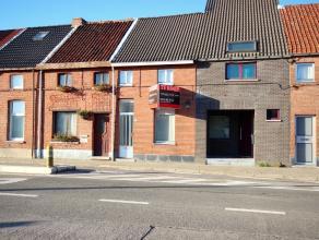 Deze gezellige woning is centraal gelegen net buiten het centrum van Beveren. De woning is voor een groot gedeelte gerenoveerd zoals o.a. dak, binnenm