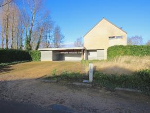 Deze prachtige instapklare villa op 1169m² met loft allures is rustig gelegen in het gezellige Velle. Via de inkomhal met ingemaakte vestiairekas