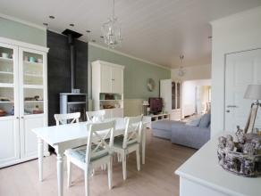 Deze charmante met smaak gerenoveerde woning is zeer centraal gelegen in het centrum van Beveren. De indeling is als volgt: mooie woonkamer met spekst