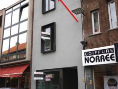 Dit tof NIEUWBOUW appartement is gelegen op de 2de verdieping in het centrum van Beveren en bestaat uit: inkomhal, slaapkamer, badkamer met douche, to