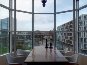 Unieke penthouse met fenomenaal zicht te Gent! Deze unieke penthouse is gelegen op wandelafstand van het openbaar vervoer/Gent-Zuid/en op een boogsche