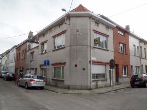 Dubbele woonst te Ledeberg! Deze woning was tot 10 jaar geleden opgesplitst in 2 woningen, met 2 garages en een dakterras. Momenteel wordt de woning v