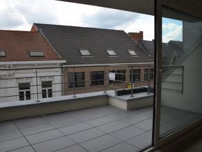 Dakappartement met zonneterras centraal gelegen nabij station en winkels. Dit nieuwbouw appartement is gelegen op de derde verdieping in een klein app