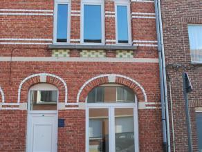 Ontdek deze totaal gerenoveerde woning vlakbij het centrum van de stad, vlakbij de Singel en op wandelafstand van het station. De woning werd net voll
