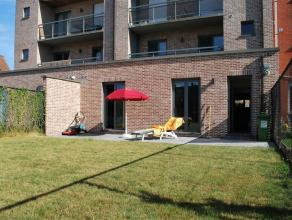 Mooi en ruim gelijkvloers appartement met een zonnig terras en tuintje. Rustig gelegen in de stadsrand doch op wandelafstand van bakker, grootwarenhui