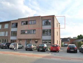Recent gebouwd appartement (bj 2010) gelegen in de Sparrenhofstraat, vlot bereikbaar doch rustig gelegen. Indeling: inkomhall met vestiairekast, gaste
