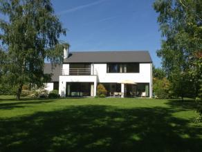 Waterloo ( faubourg), dans un clos,magnifique villa contemporaine sur un terrain de 2600m², jardin orienté sud pourvu de grands arbres et