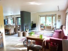 Deze unieke villa is gelegen in een dood lopende straat van een residentiële villa wijk te Mariakerke, vlakbij het natuurreservaat de Bourgoyen.