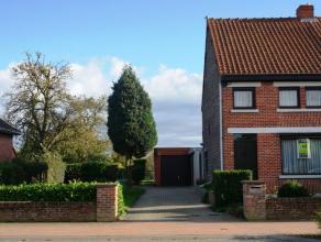Halfopen bebouwing gelegen in een rustige straat vlakbij de aansluiting N9 tussen Gent en Eeklo. De woning is instapklaar en heeft een aangenaam tuino