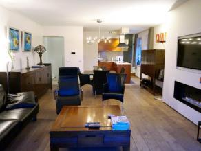 Aangenaam, ruim en zonnig appartement (duplex) in de dorpskern van Lovendegem. Een aparte inkom met ruime inkomhal zorgt voor een afgesloten privaat g