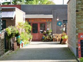 Deze handelseigendom is gelegen in het centrum van Lovendegem en biedt tal van mogelijkheden zowel binnen de horecasector als voor andere activiteiten