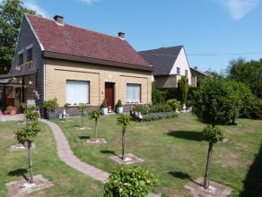Zeer verzorgde open bebouwing nabij het centrum van Lovendegem. Deze woning beschikt over een aangename woonkamer, ingerichte keuken met aanpalend een