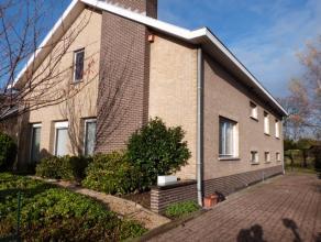 In een rustige residentiële woonwijk nabij het centrum van Lovendegem. het onroerend goed beschikt over een aangename inkomhal, lichtrijke woonka