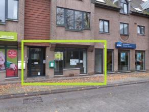 Handelsruimte te huur in het centrum van Lovendegem, met volgende functionele indeling: inkomruimte, één grote ruimte met verschillende