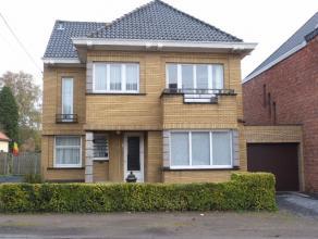 Deze charmante open bebouwing is gelegen nabij het centrum van Lovendegem. Met volgende doordachte indeling: inkomhal, bezoekerstoilet, aangename woon