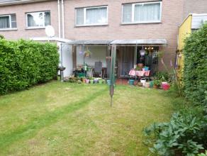 Deze woning is gelegen nabij het centrum van Lovendegem in een rustige residentiële wijk. Indeling: inkomruimte, bezoekerstoilet, ingerichte keuk