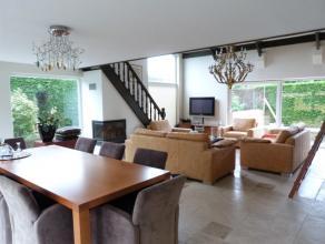 Prachtige villa gelegen in een residentiële verkaveling op een perceel grond van 1438 m² deze villa is afgewerkt met hoogwaardige materialen