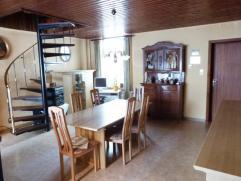 Aangename degelijke woning voorzien van een ruime woonkamer, ingerichte keuken, badkamer, mooie slaapkamers, recent gebouwde garage, zeer ruime bergpl